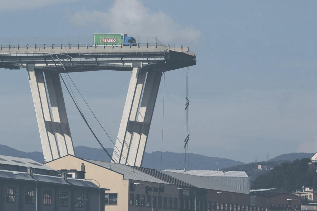 Il rumore del ponte che crolla