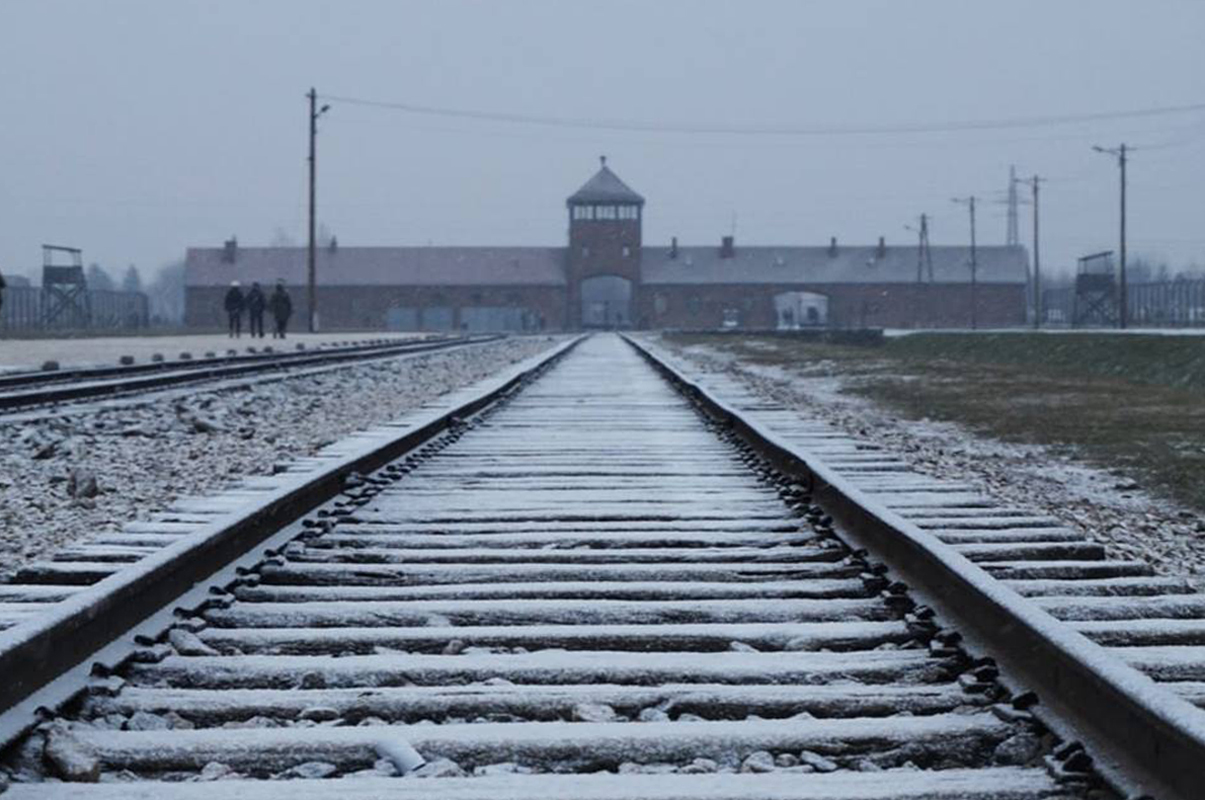 Ad Auschwitz cade ancora la neve